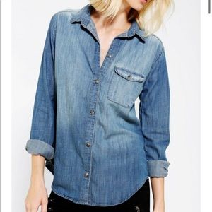 BDG (UO) Chambray Button Down Shirt